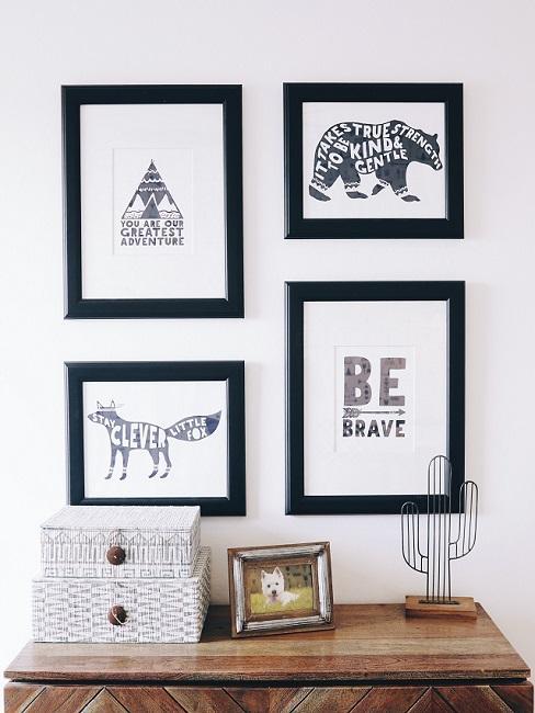 Schwarz-Weiß Bilder im Babyzimmer über Kommode