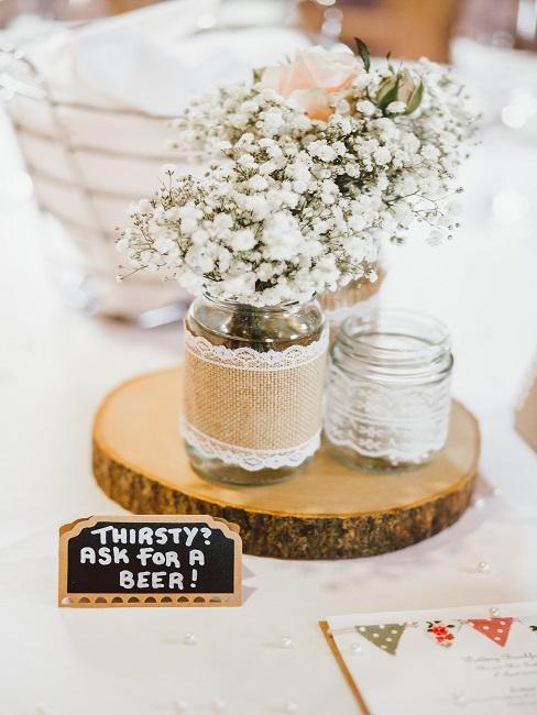 Vasen im Vintage Stil für Blumendeko auf der Hochzeit