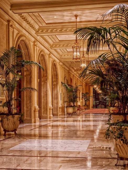 pasillo de hotel lujoso
