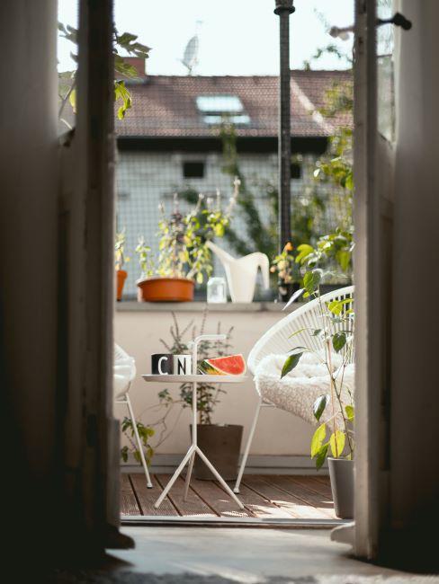 vue sur balcon depuis la chambre