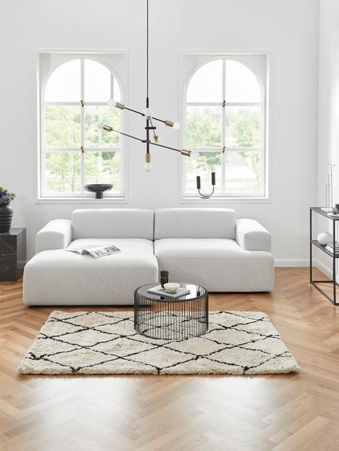 salon tendance avec canapé blanc