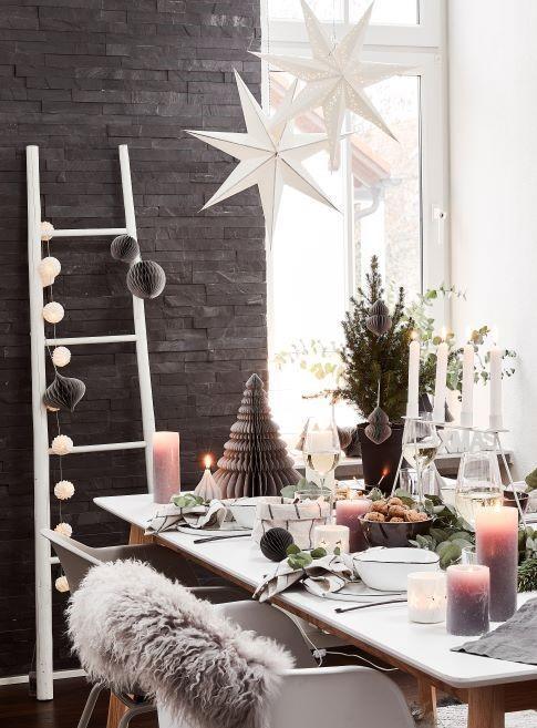 echelle deco, table de noel, etoile en papier, suspendue, bougies