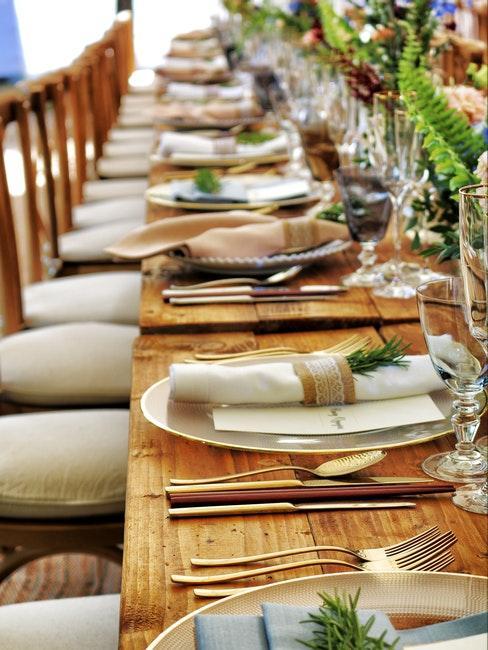 tavola in legno senza tovaglia