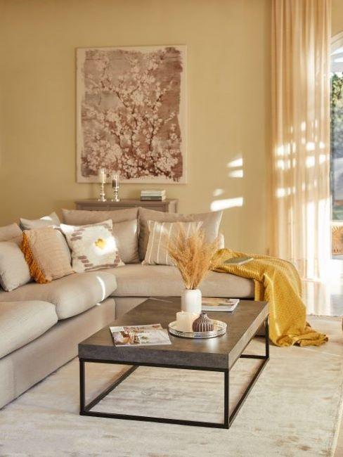 pareti giallo chiaro