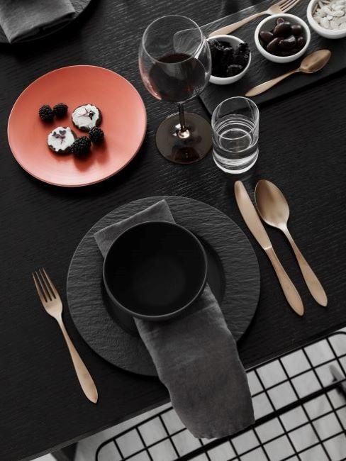 mise en place moderna in nero