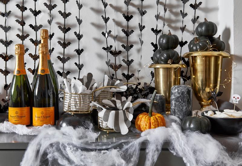 Halloween decoratie flessen champagne in halloween stijl