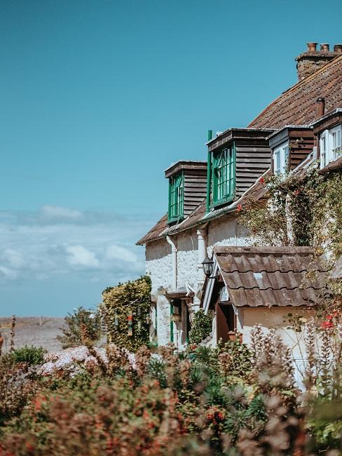 Huis in wit aan zee