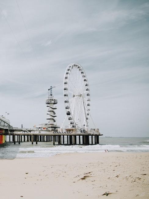 Strandvakantie Nederland reuzenrad op pier