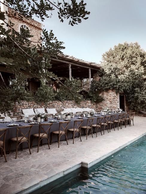 Ibizia bruiloft Bohemian bruiloft diner aan het zwembad