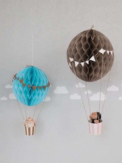 Dekoracja do pokoju dziecięcego: balony z foremek na muffinki