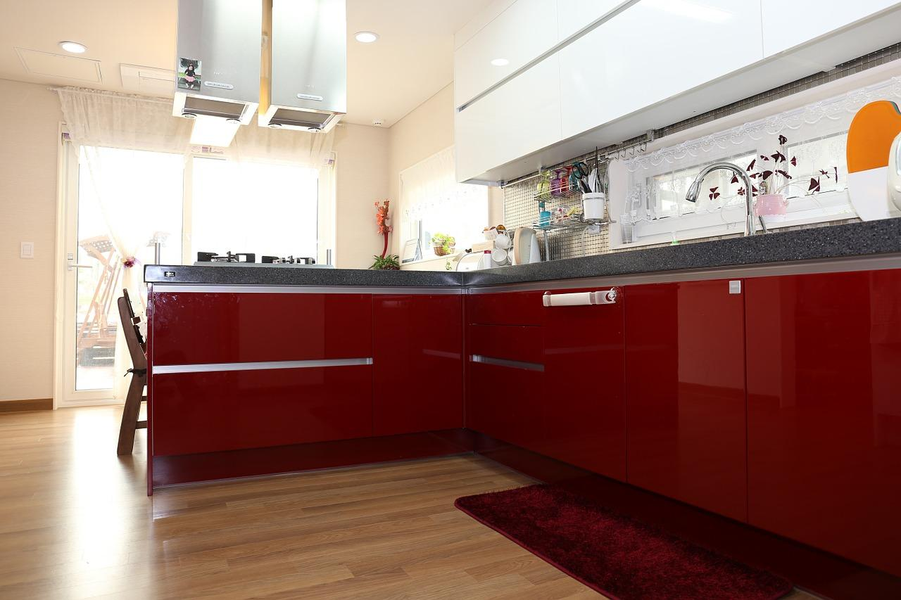 Czerwone szafki kuchenne