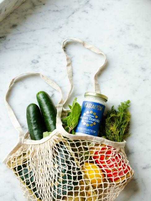 sac réutilisable avec des courses dedans, mode de vie durable, responsabilité alimentaire, écologie