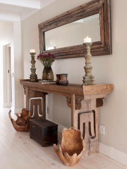 miroir cadre en bois, style ancien, console en bois, bougeoirs en bois