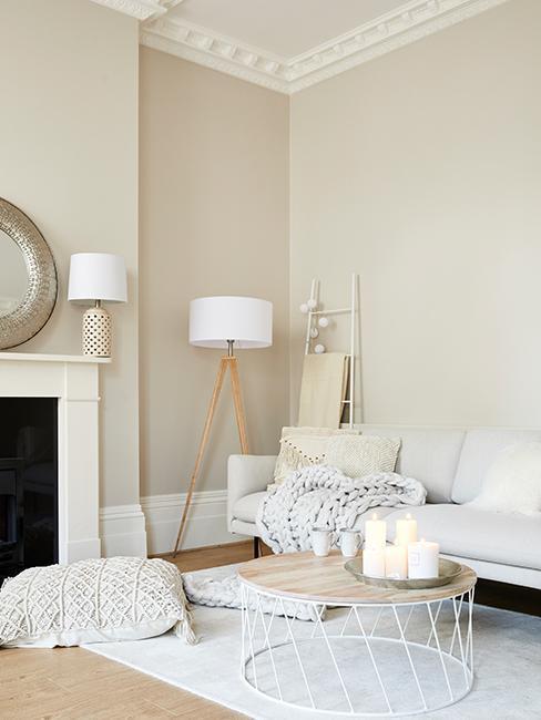Salon crème avec meuble simple et épuré