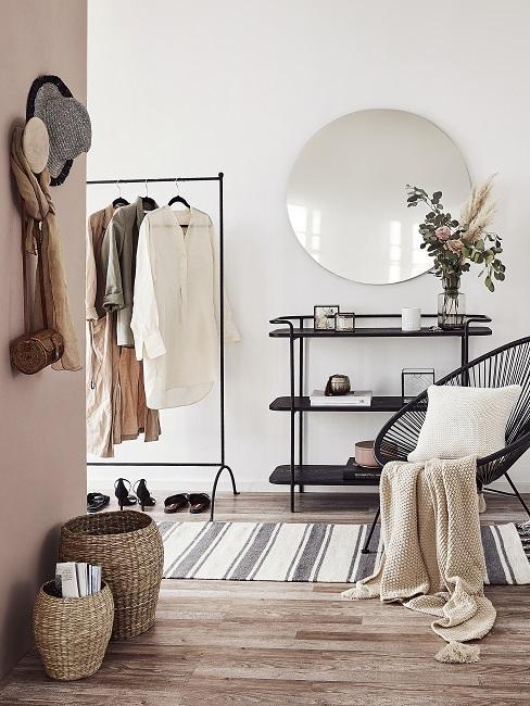 Flur Farbe gedeckte Farbe beige mit Sessel, Garderobe, Konsole, Spiegel, Teppich