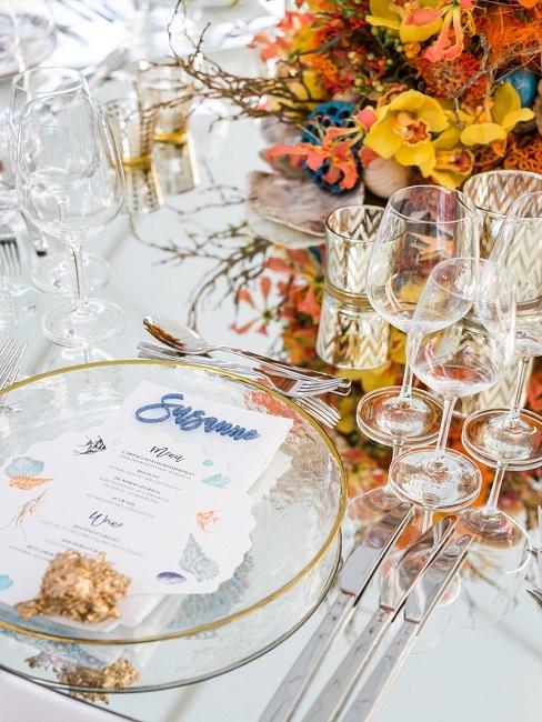 Tischdeko Hochzeit Tischkarten Menükarten Gläser Blumen