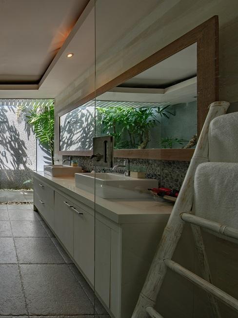 Designer Badezimmer mit Steinfliesen