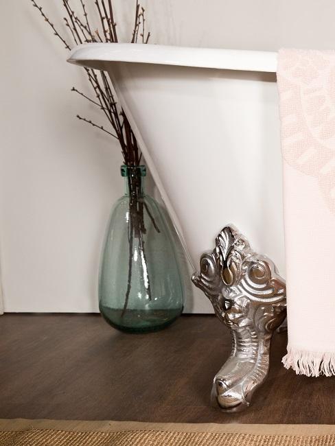 Bodenvase dekorieren Badezimmer Zweige Badewanne