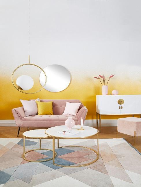 Wandfarbe Gelb und Weiß mit rosa Einrichtung