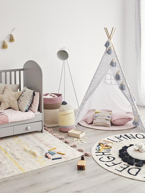 Indianer Kinderzimmer mit Bett, Teppichen, Tipi und Deko