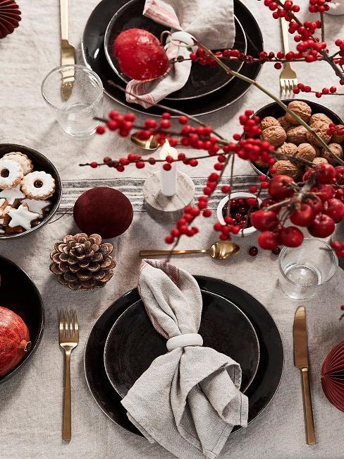 Tischdeko Rot Weihnachten Naturmaterialien Beeren