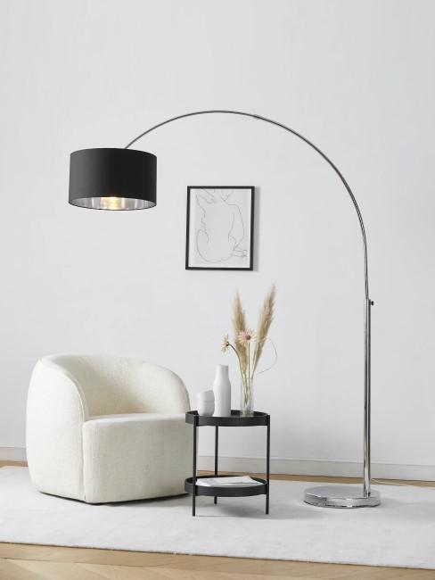 Headerbild schwarze Bogenlampe in modernem Wohnzimmer