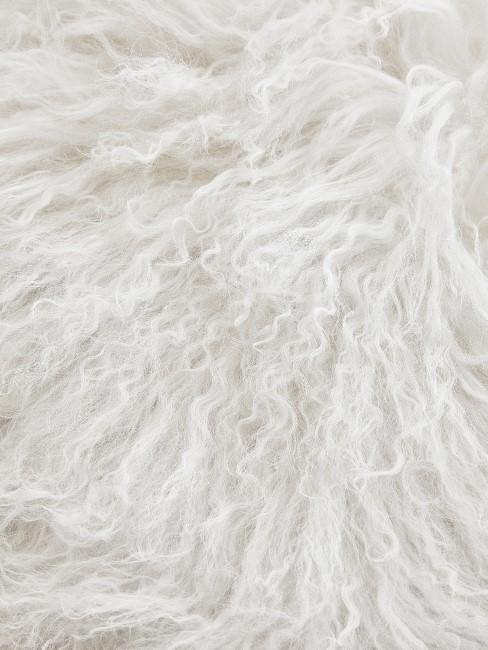 Kunstfellteppich in weiß langhaarig
