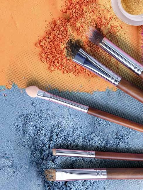 maquillaje naranja y gris