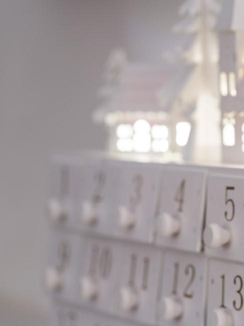 Calendario de adviento blanco