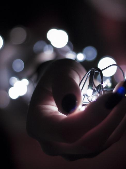 luces en una mano