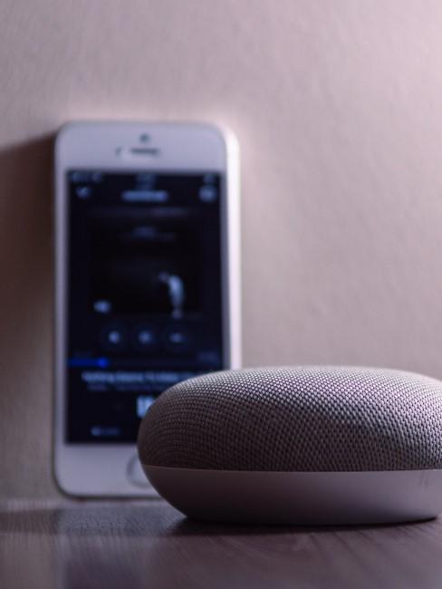 Altavoz inteligente conectado con el móvil
