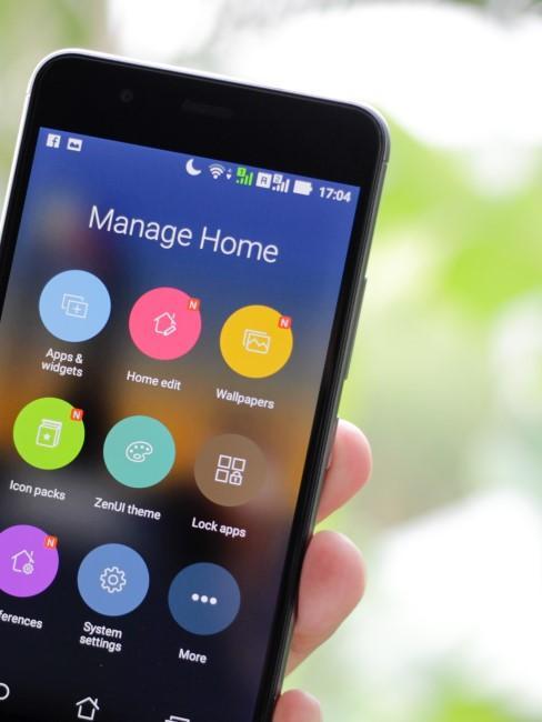 movil con app para manejar el hogar