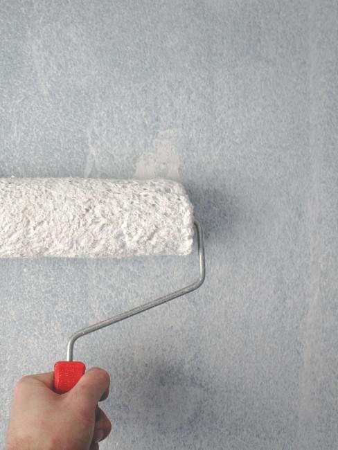pintar pared con rodillo