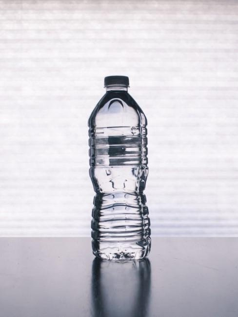 botella de agua de plastico