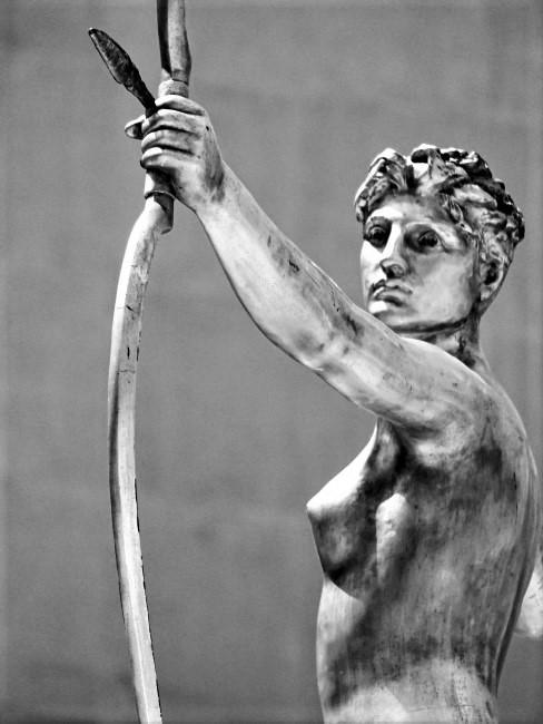 estatua de una arquera