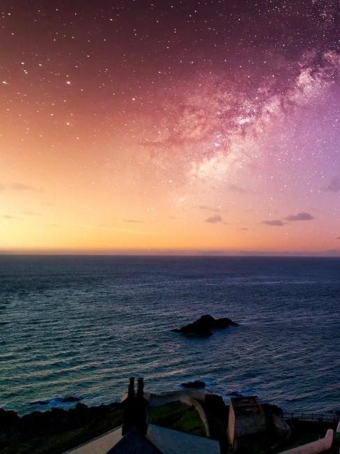 cielo de color naranja sobre el mar