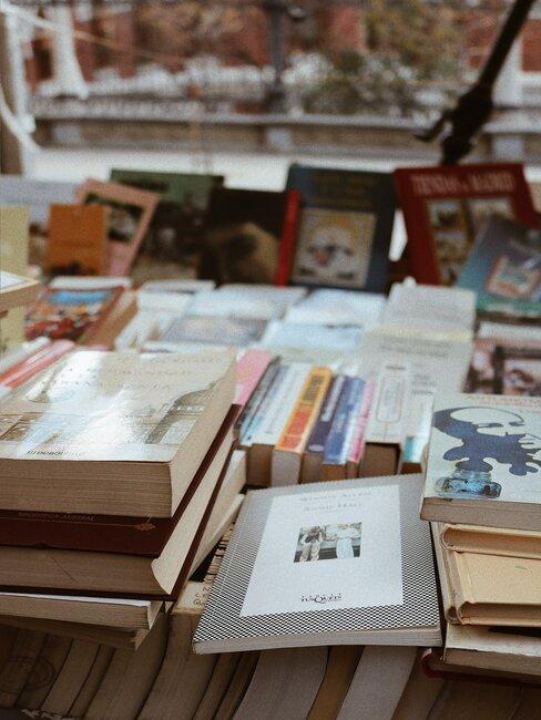 Libros usados en un puesto de mercadillo