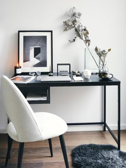 Escritorio negro con una silla blanca en una oficina en casa