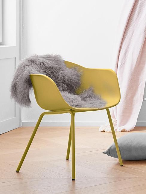 chaise jaune style années 70