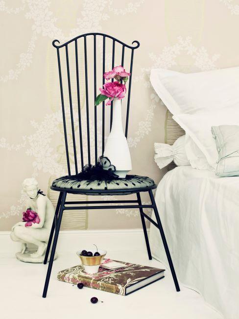 Gros plan d'une belle chaise noire