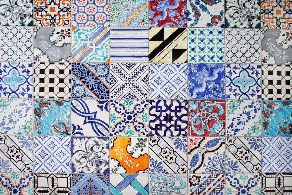 Ensemble de carreaux colorés en céramique