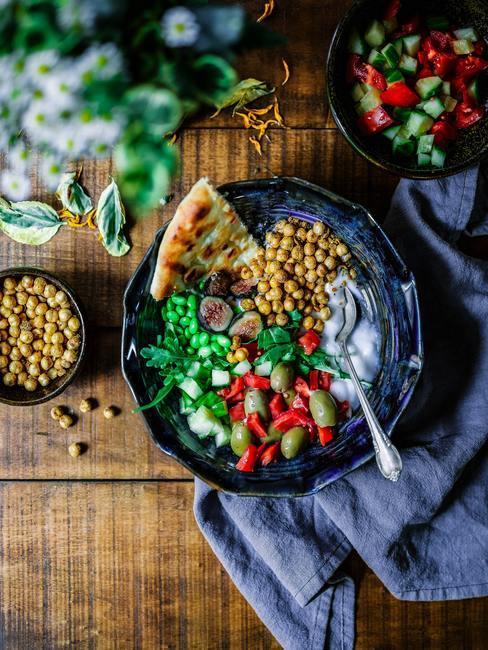 Salade style taboulé avec pain turc