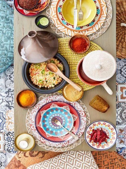 Table dressée de style oriental