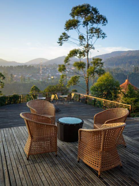 terrasse en bois avec une belle vue ouverte