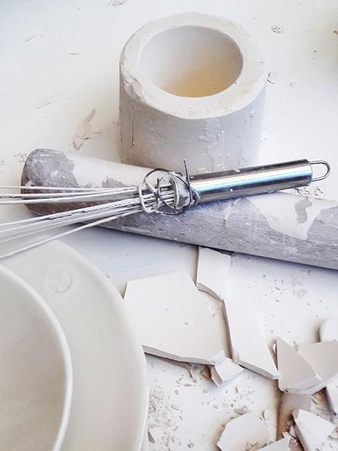 peinture sur porcelaine blanche