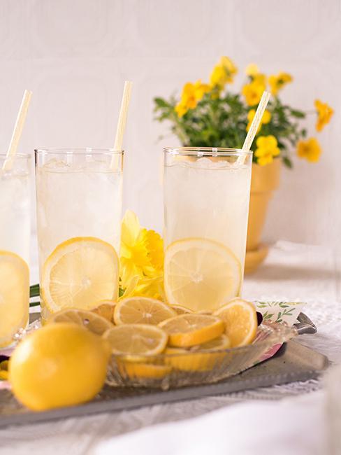 Citronnade avec rondelles de citron