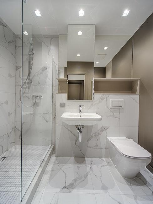 douche, carrelage blanc et gris, salle de bains moderne, salle de bains blanche, épuré, minimaliste