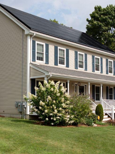 casa con pannelli solari sul tetto