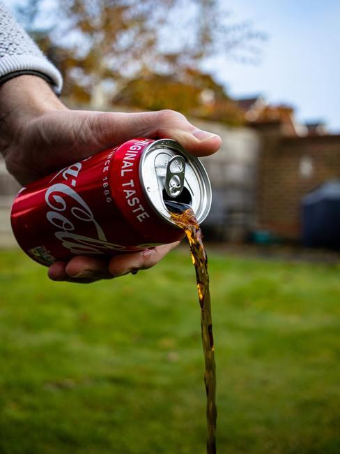 Zilver schoonmaken: cola als zilverreiniger