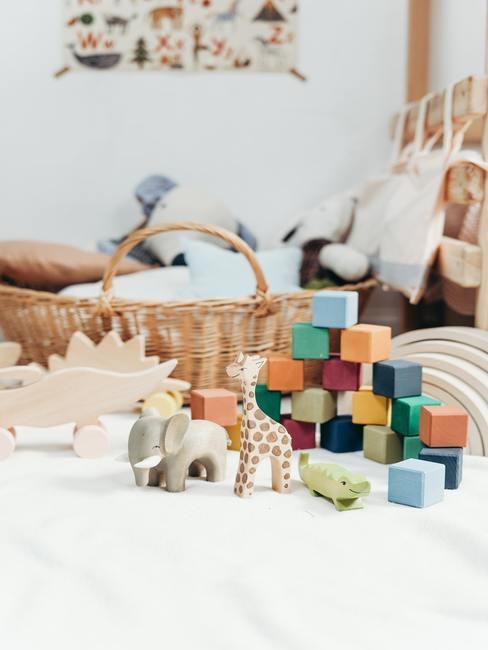 Babykamer inspiratie: kleurrijk houten speelgoed
